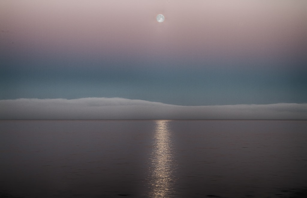 Full-Moon-Over-Fogbank.jpg